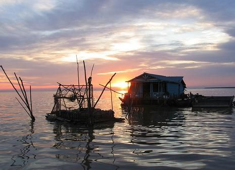Sunset on Tonle Sap Queen Tara Day Tour