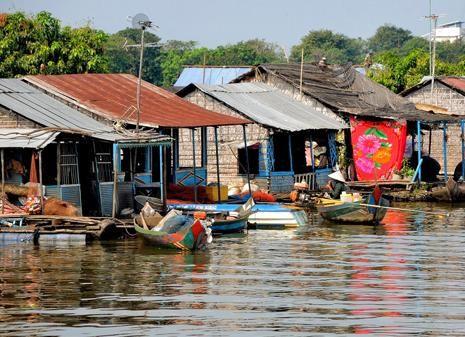 Floating Village Queen Tara Day Tour
